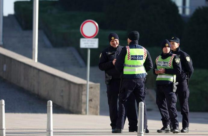 DRAMA U ZAGREBU: Imigrant ugrizao policajca pa naudio sebi